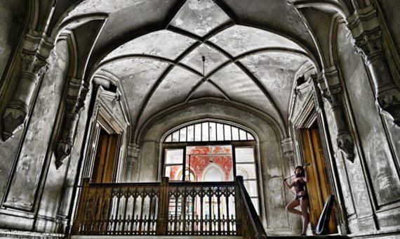 Fotenie v ateliéri, exteriéri aj interiéri Pre tých, čo nemajú radi fotenie na verejnosti je k dispozícii fotoateliér priamo v budove Focesa, Školská 2330/1A, Šaľa.